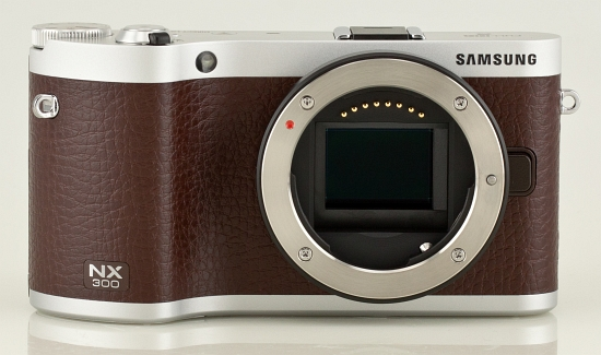 Samsung NX30 test bezlusterkowca Zasilanie, pamięć